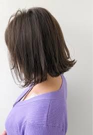 どんなヘアスタイル パツンとした切りっぱなしボブを表面が