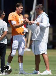 Tom Brady zings Tennessee Titans' Mike ...