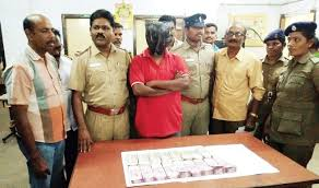 bank cashier lifts rs 22l plays heist drama but falls in the accused police officials and the cash recovered from him express vellore a bank cashier