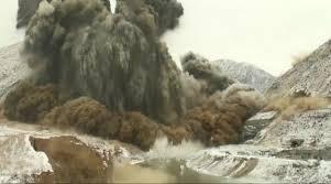 Самые большие взрывы в мире Интересные факты Направленный промышленный взрыв на плотине Камбаратинской ГЭС 2