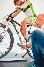 Wie bekommt man einen strafferen innenschenkel ohne muskelvolumen? Schmerzen Im Knie Beim Biken Das Hilft Knieprobleme Schmerzen Beim Mountainbiken