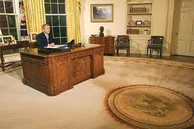 the oval office desk. Http://en.wikipedia.org/wiki/Res. The Oval Office Desk