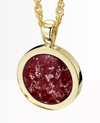 round pendant the stone has a magical deled depth it es with an 18