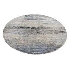 round oriental rug image