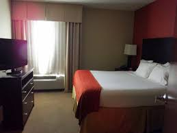 bedroom with tv. Holiday Inn Express Crystal River: King Size Bedroom With TV Tv A
