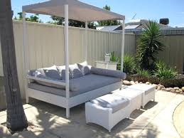 Outdoor Bed With Canopy Quest Daybed Rattan Patio Sofa Whats A ...