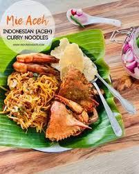 Mie aceh di buat dari paduan mi kuning dengan tekstur kenyal, dengan kuah rempah yang sangat kuat. Indonesian Mie