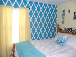 Diamond design painted wall- want to do this in gray and white!