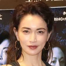 長谷川京子 黒タイツのワンピース姿を公開「うわっ美脚」「顔ちっちゃ」「大人の女性」と反響 : スポーツ報知