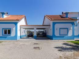 Imóvel com duas entradas independentes, excelente exposição solar e vista desafogada. Moradias Bifamiliar Independentes Mitula Casas