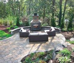 outdoor fireplace paver patio: paver patio cambridge ledgestone toffee onyx paver patio random pattern with cambridge olde english seat wall with outdoor fireplace