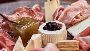 Risultati immagini per •Tagliere di salumi e formaggi con marmellate