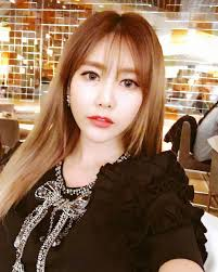 Check out the pretty selfies from T-ara's Qri | T-ara World
