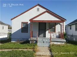 Building Photo   COZY 2 Bed 1 Bath House In Kansas City!