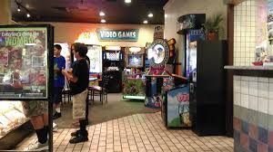 photo of round table pizza lakewood ca united states arcade at round