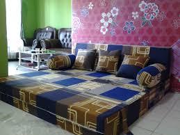 sofa bed minimalis murah dengan motif sirkuit terlihat elegant pada saat digelar sebagai kr rasakan