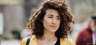 Femme Quelles Coupes Pour Des Cheveux Frisés Courts
