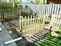 photo of lovely fencing to keep dogs out garden fence dog flower bed keeping nice ideas