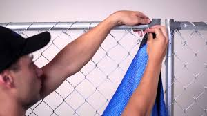 how to install privacy fence screen on chain link fence