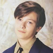 エドワードファーロングの髪型が美少年すぎる今と昔の画像比較髪色は