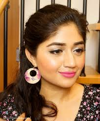 makeup look winged liner with bright pink lips