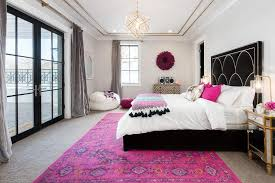 black hollywood regency bed with hot pink rug