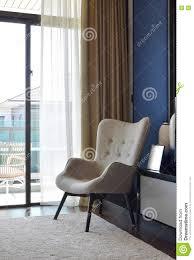 Bequemer Stuhl Auf Teppich Im Modernen Schlafzimmer Stockbild Bild