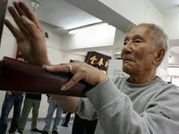 Ip Chun (葉準), 84-year-old Wing Chun legend - YouTube