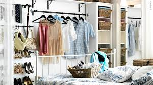 Open Closets Small Spaces 36 Stylish Walk In Closets For Small Space Drawhome Home Interior