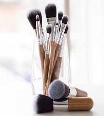 clean makeup brushes with baby shoo 2 675x759 7