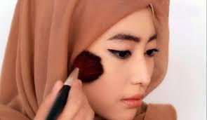 cara mengaplikasikan makeup natural untuk wajah bulat