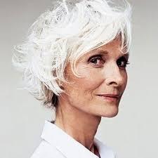 Coiffure Pour Cheveux Blancs Coupe Jeune Pour Une Dame Aux Cheveux Blanc