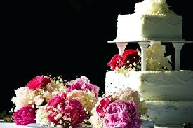 cake table decoration ideas how to decorate a wedding cake table with flowers 50th anniversary cake