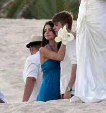 justin bieber and selena gomez cuddle and kiss at shannon Wedding Dress Up Games With Kissing justin bieber and selena gomez seemed more loved up than Romantic Kisses Game