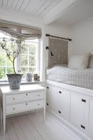 Small Bedroom Storage Solutions 17 Best Images About Habitaciones Pequea As On Pinterest Small