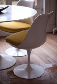 The story behind the Eero Saarinen Tulip chair. One of the most celebrated  mid century modern piece of furniture.