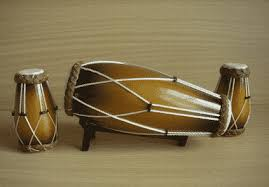 Marakas, adalah salah satu alat musik bernada ritmis yang berasal dari amerika latin. 16 Contoh Alat Musik Ritmis Gambar Jenis Fungsi