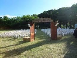 open e doorway and wedding e