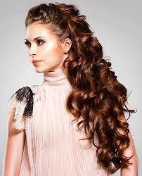 Stylový účes Pro Kudrnaté Vlasy Střední Délky