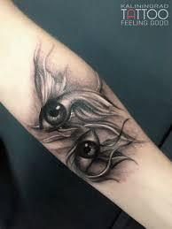 мастер Feeling Good тату рыбок в стиле черно серый реализм