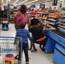 Walmart In Lehigh Acres Video Fight Among Family Members Gets Physical In Fort Myers