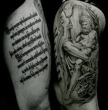 татуировки надписи в олимпе в стиле черно серая надписи плечо