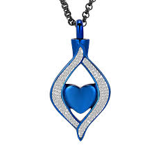 amazon hearbeingt cremation jewelry for ashes clic style crystal keepsake necklace made with snless steel heart shape memorial locket for mam