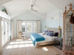 A) gegenüber c) entlang b) entgegen d) durch. Schlafzimmer Mit Dachschrage Schone Gestaltungsideen