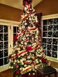 White Christmas Tree With Red And Gold Decorations (02)