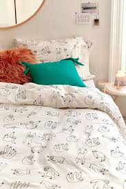 how to put on a duvet cover beutiful mzsmile can you down comforter putting burrito easy