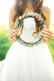 結婚式で使いたい花冠の作り方と似合う髪型とは ウェディング