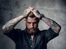 šest Z Deseti žen Je Přitahováno Muži S Tetováním Betycz