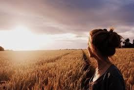 Resultado de imagem para imagem de uma mulher orando olhando no ceu
