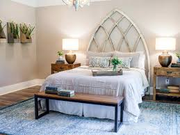 Joanna Gaines Master Bedroom Designs See How Joanna Expertly Mixed His Rustic Style With Her